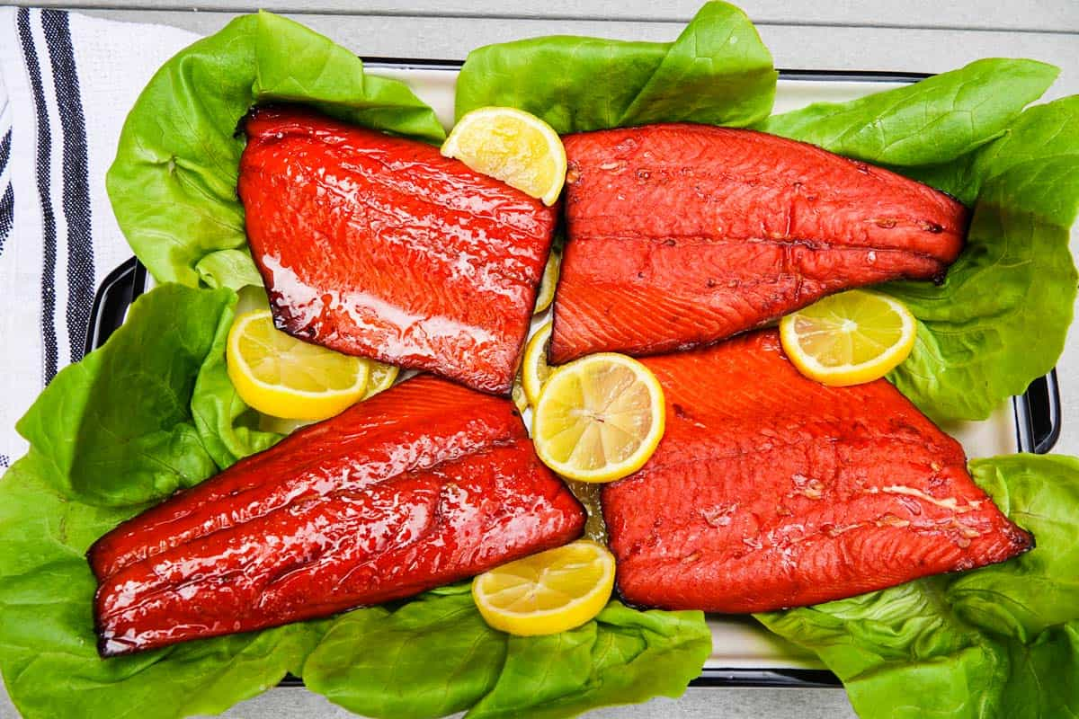 smoked salmon on a bed of lettuce with lemon slices
