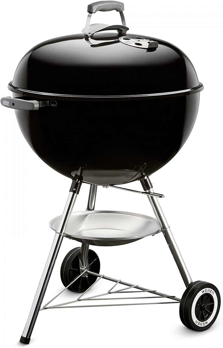 Charcoal grill with lid on