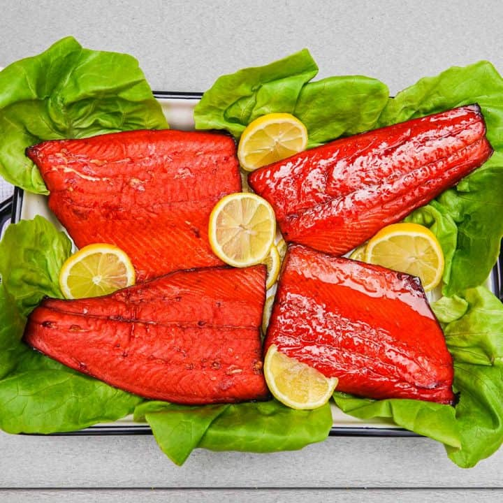 Smoked salmon on bed of lettuce with lemons