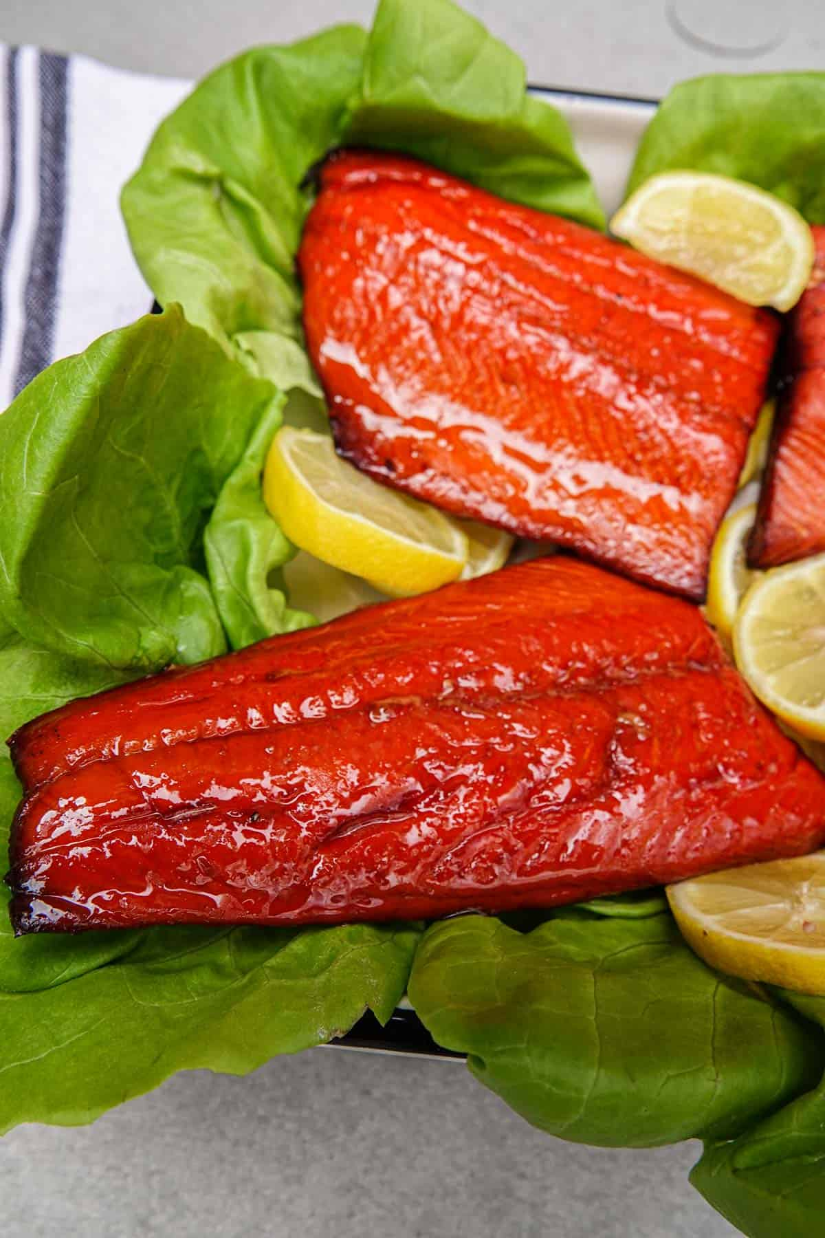 Smoked salmon on bed of lettuce with lemon slices